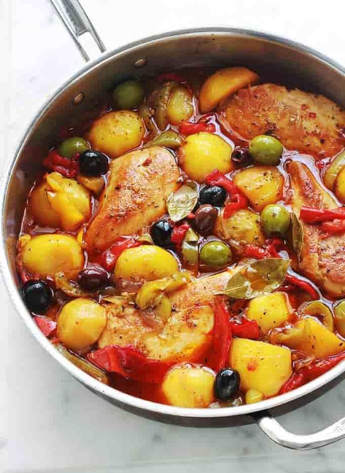 recette Poulet aux poivrons, pommes de terre, oignons, olives