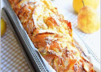 Gâteau très gourmand...aux pommes, poires, amandes et caramel au beurre salé