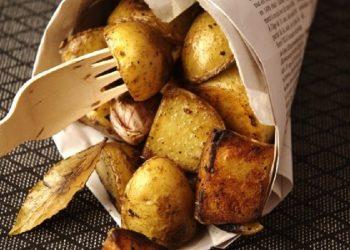 Pommes de terre nouvelles à l'ail et au laurier