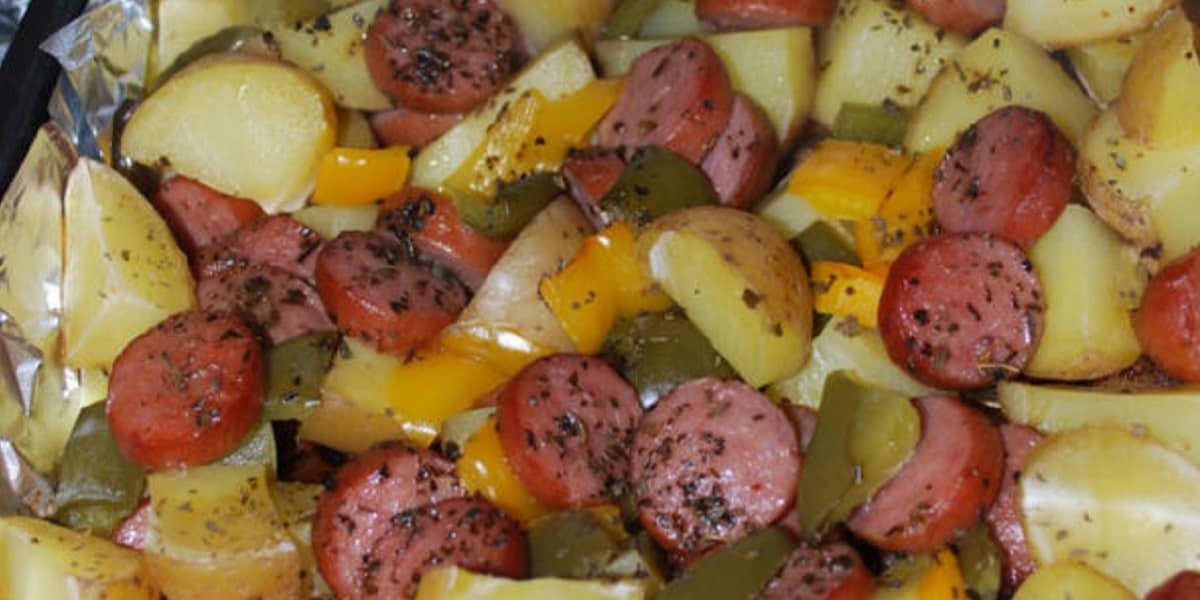 saucisses fumées et pommes de terre