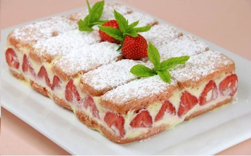 Fraisier aux biscuits roses