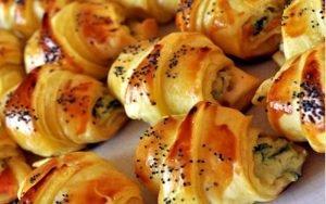 Croissants feuilletés au saumon apéritive