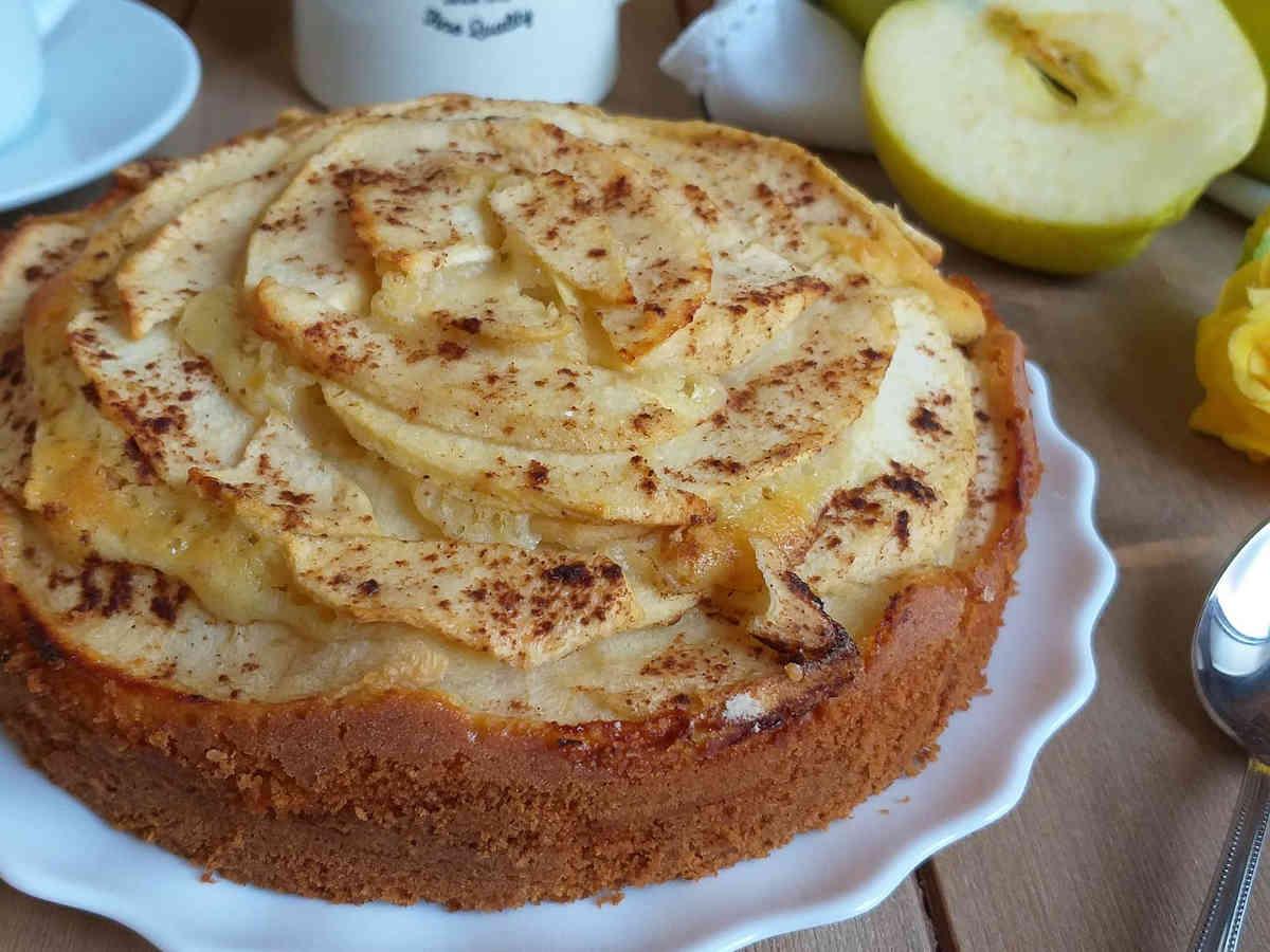 Gâteau moelleux aux pommes et à la cannelle