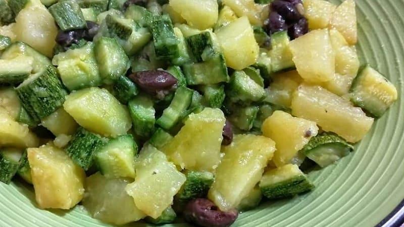 Pommes de terre et courgettes en casserole