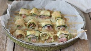 Brochettes de courgettes farcies de scamorza et jambon