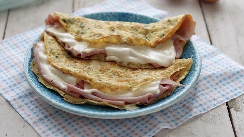 Omelette farcie au jambon cuit et au fromage
