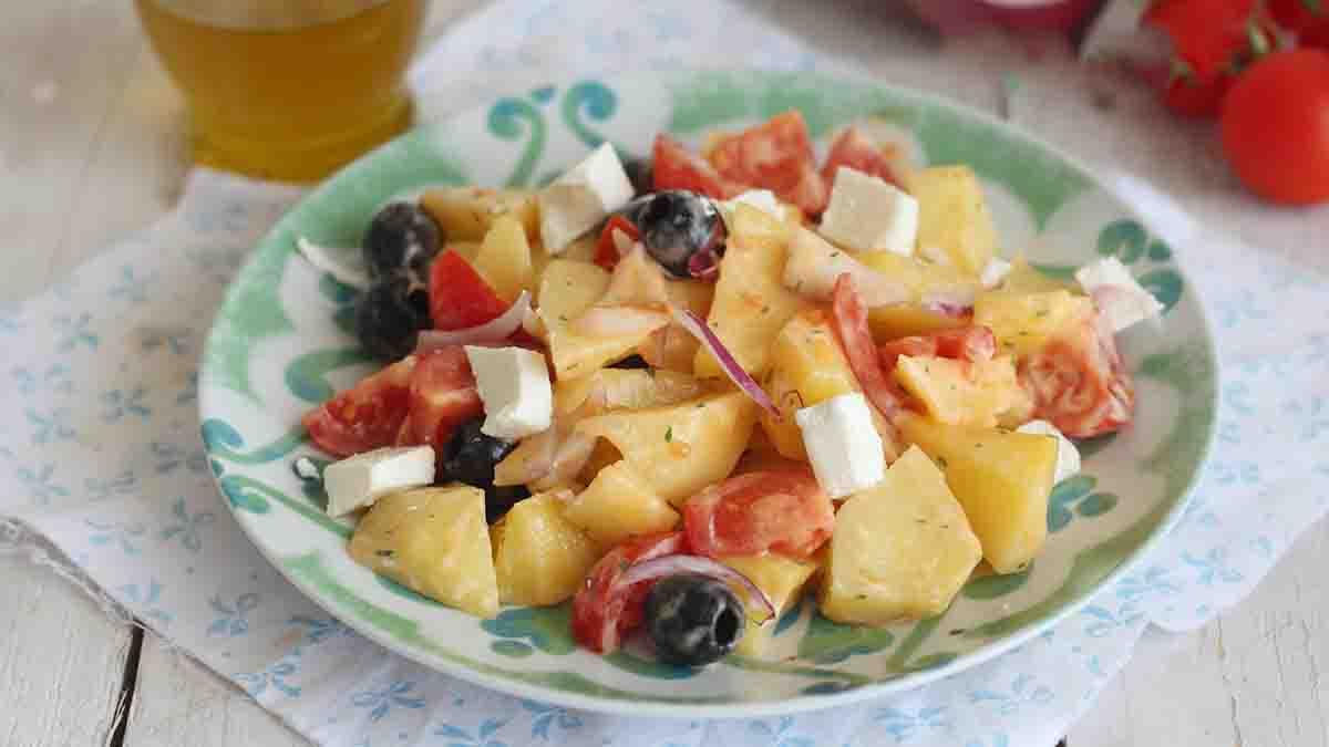 Salade de pommes de terre grecque savoureuse