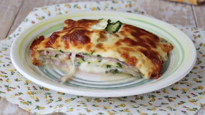 Courgette parmigiana crue blanche avec jambon et scamorza