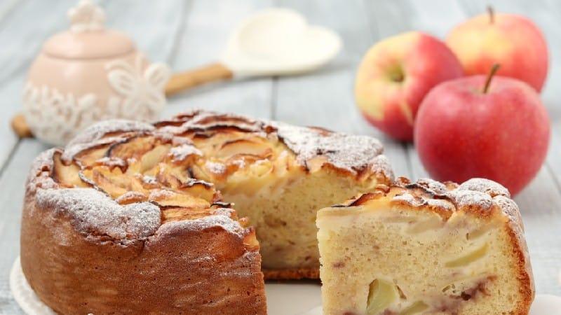 Gâteau aux pommes au yogourt et à la confiture