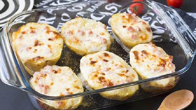 Pommes de terre farcies au jambon et fromage au four