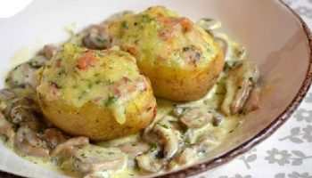 Pommes de terre farcies au lard et Reblochon