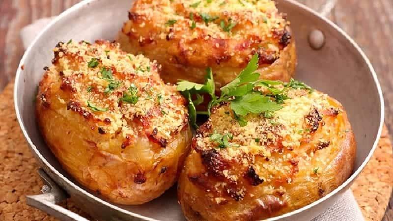 Pommes de terre farcies cuites au four