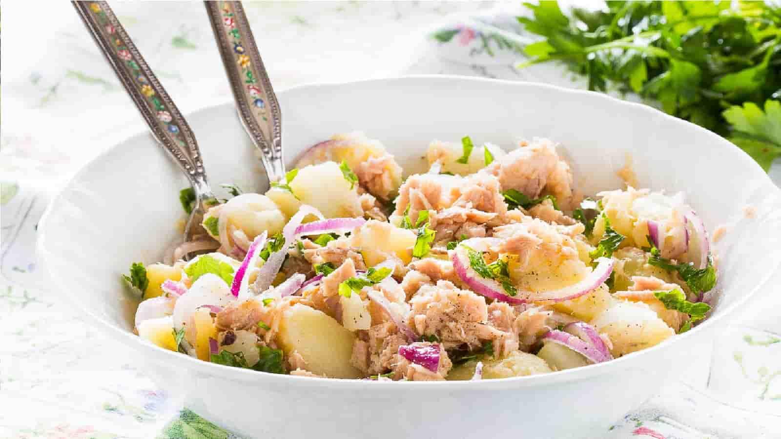 Salade de pommes de terre au thon et à l'oignon