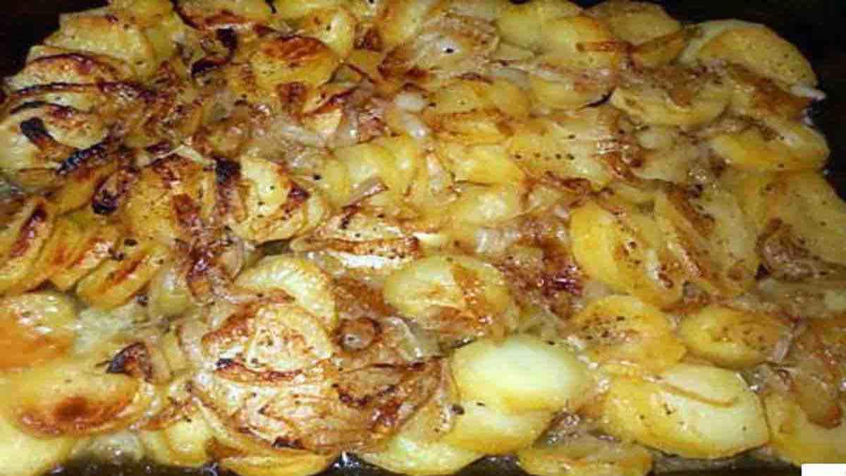 Pommes de terre boulangère au four,