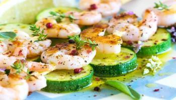 Salade de courgettes et crevettes grillées