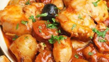 Poulet sauté au chorizo olives et tomates